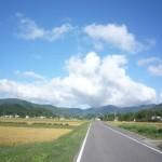 峠へ向かう道