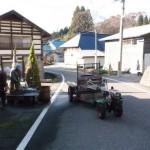 軽井沢で野菜を洗うご夫婦