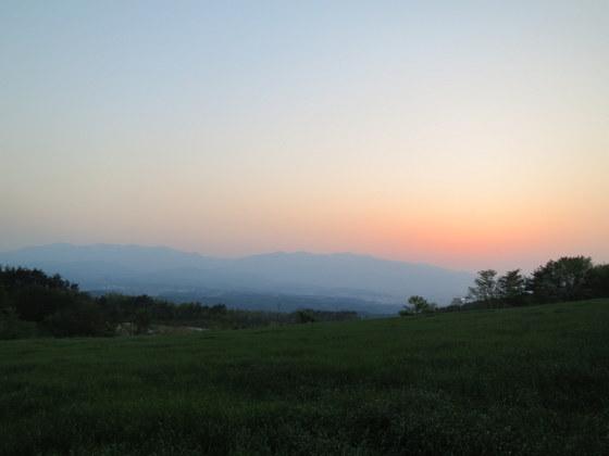 天井山への道
