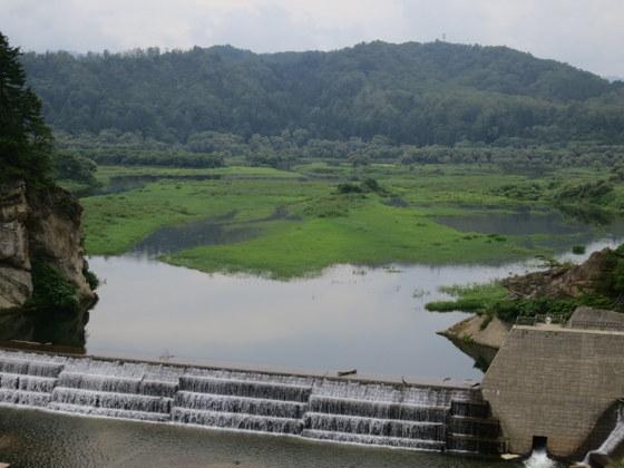 白川湖(ダム湖はここから北に(=後方に)長く続いているらしい)