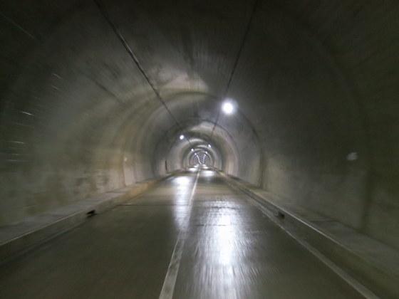 トンネル内部は涼しい