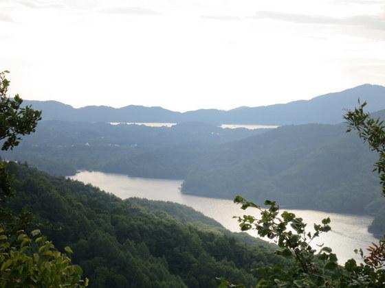 小野川湖と向こうに檜原湖