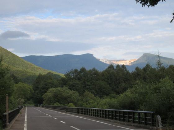 安達太良山の裏側が右上に見えた