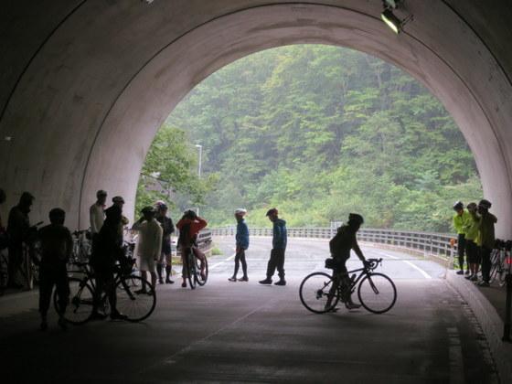 唐沢峠のあたりでは雨