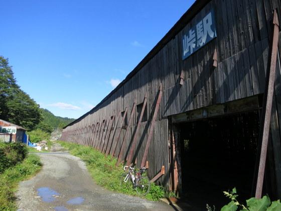 峠駅の入り口