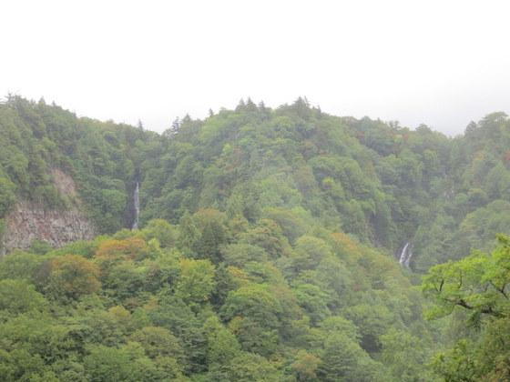 赤滝(左)と黒滝(右)