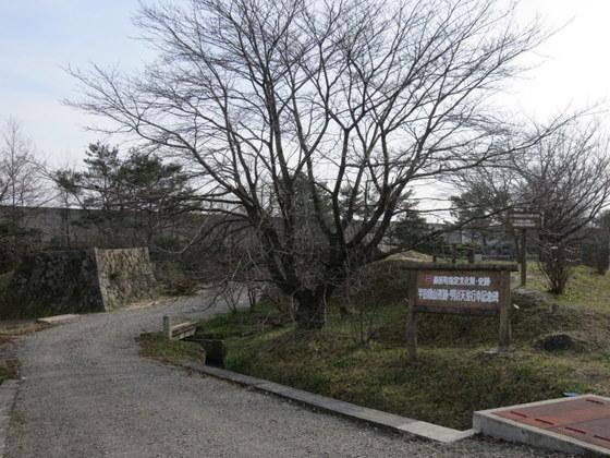 羽州街道を跨ぐ半田銀山のトロッコ橋(女郎橋)跡。