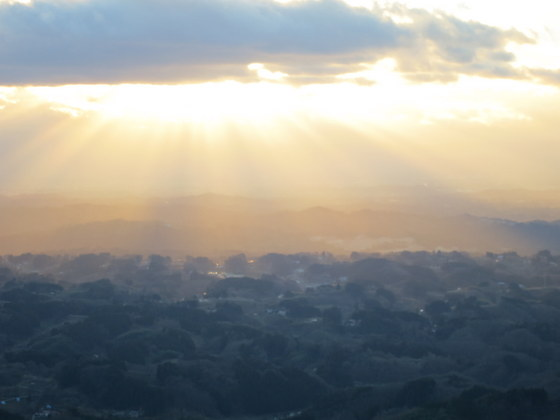 阿武隈の里山が連なる