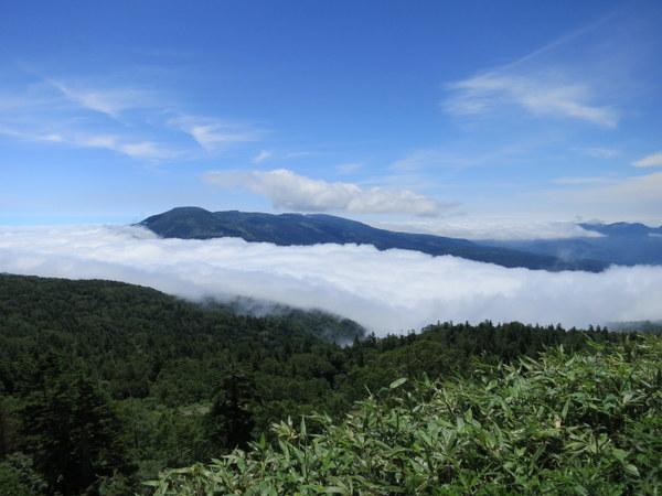 雲が中通りから会津側へ溢れ出ている