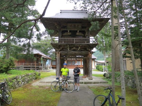 旧伊南村のお寺の山門